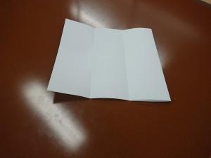 A4用紙を三つ折りにする方法2-2